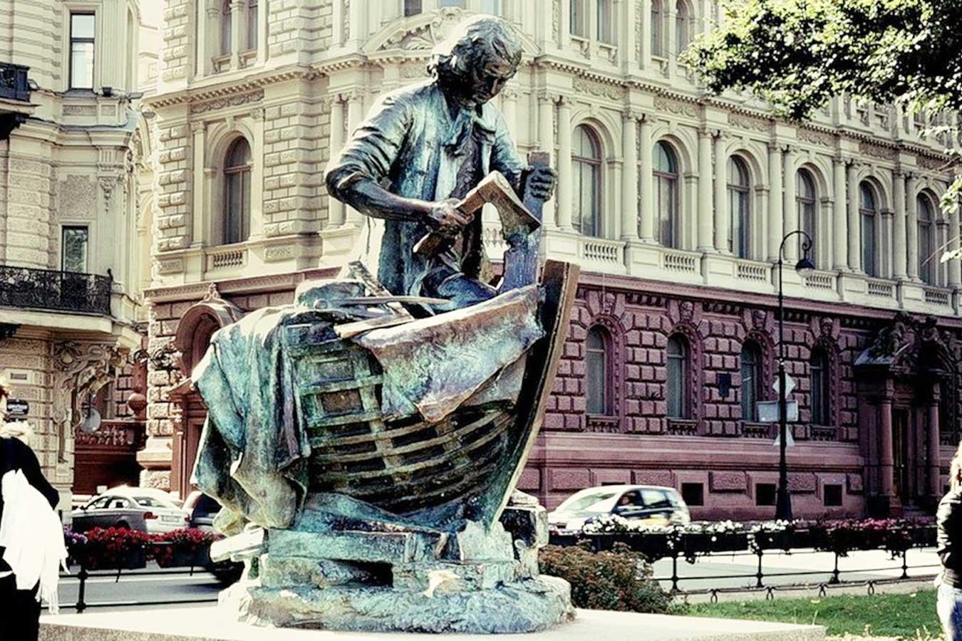 Памятник «Царь-плотник»